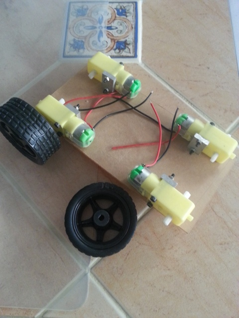 Simple Cheap 4 Wheels Arduino Robot Platform